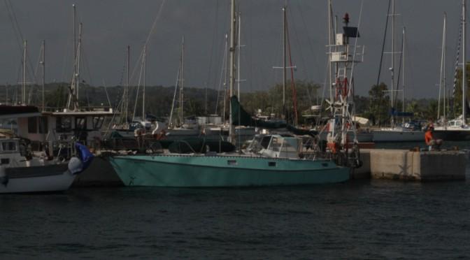 THO kokkino am Pier in Preveza eingeparkt in der Lücke