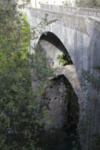 Alte Brücke in Papacidero