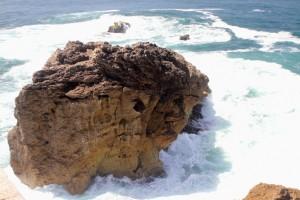 Felsen am Leuchtturm von Nazaré