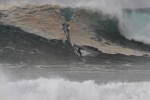 Surfer in der Praia do Norte
