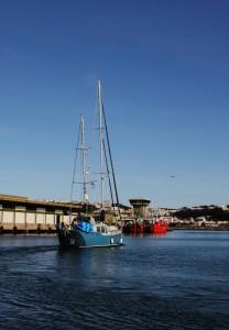 SV Blue Calypso beim Verlassen von Nazaré