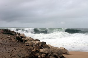 Welle am Strand von Nazaré