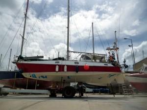 Unterwasserschiff mit frischem Epoxy-Primer