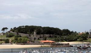Festung Baiona und Replica der karavelle Pinta