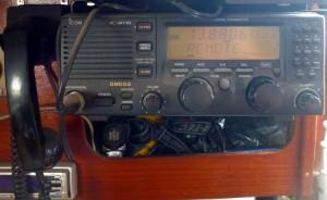SSB Funkgerät beim Empfang von Wetterdaten