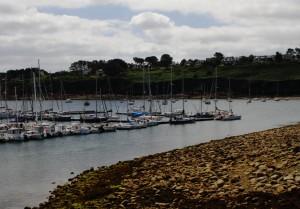 SY THO kokkino im Hafen von Camaret sur Mer