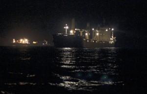 festlich beleuchtete Frachter in der Westhinder Reede