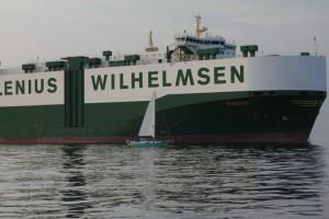 SY Nereide beim Queren der Reede Neue Weser
