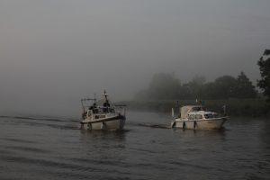 Begleitboote auf der Oste